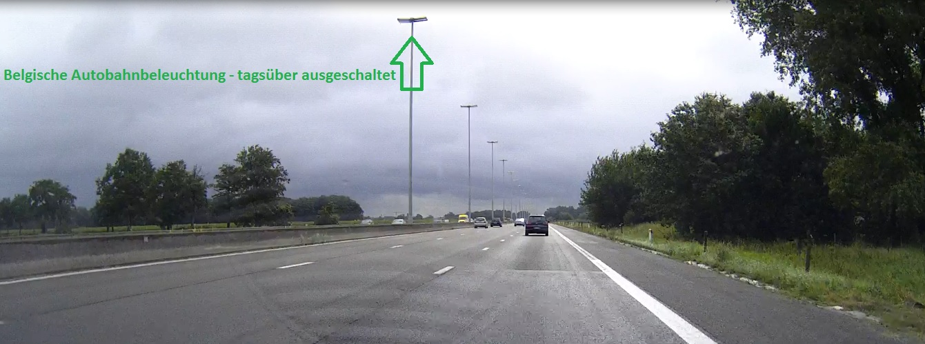 belgische autobahn nachts noch beleuchtet mit lampen. Black Bedroom Furniture Sets. Home Design Ideas