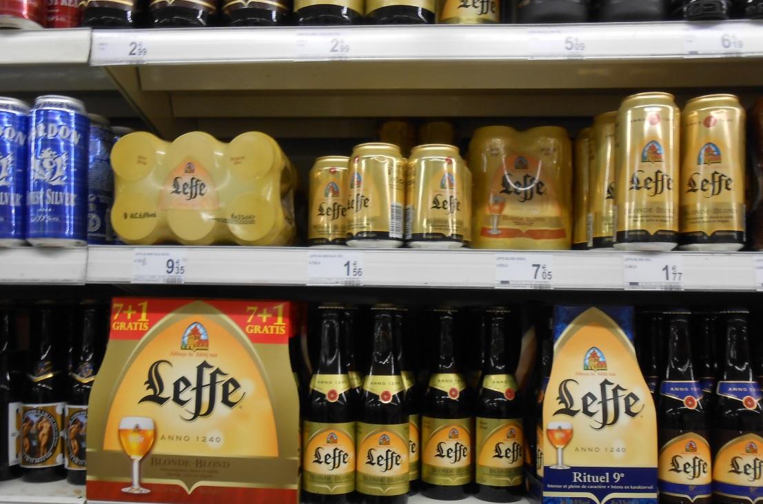 Belgische Biersorten im Regal